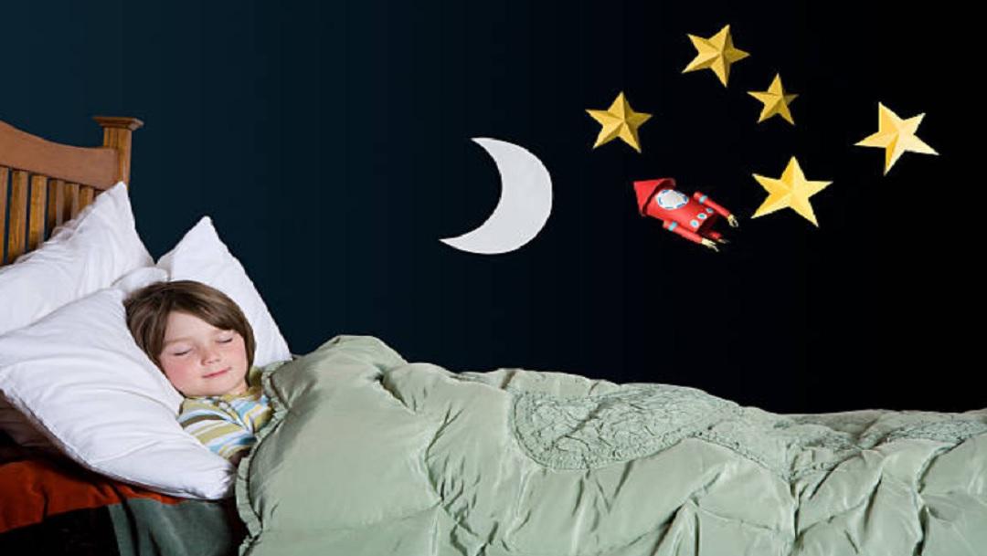 FOTO: Dormir temprano a los hijos beneficia la salud mental de mamás y niños