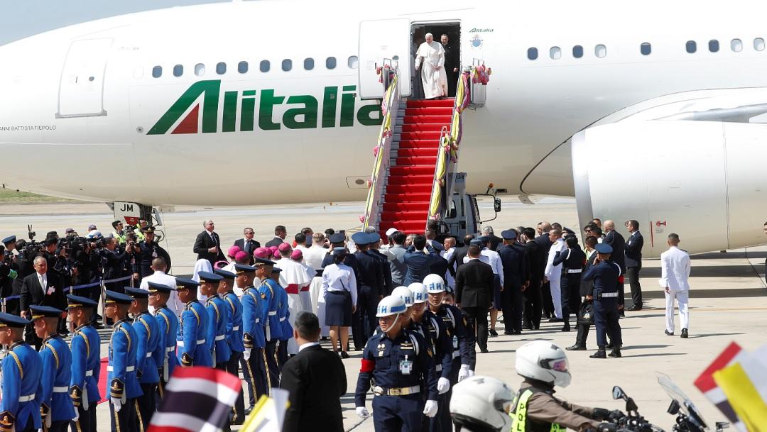 Papa Francisco aterriza en Tailandia, primera etapa de su gira por Asia