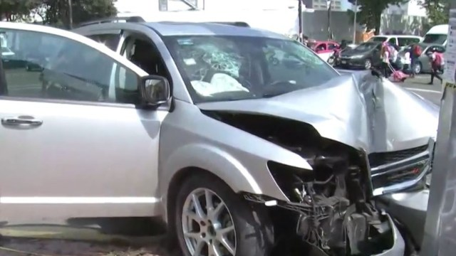 Foto: La camioneta que era perseguida se impactó con un poste, el 7 de noviembre de 2019 (FOROtv)