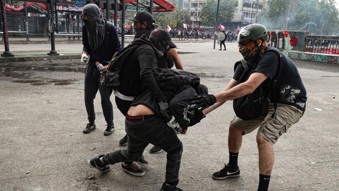 Foto: Piñera rechaza dimitir y promete investigar abusos policiales