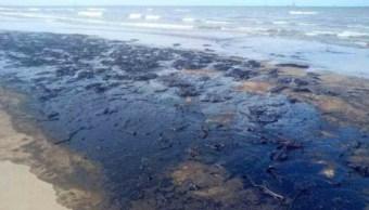 Foto: En la costa del municipio de Paraíso fueron cerradas tres playas por la presencia de hidrocarburo a lo largo de un tramo de entre seis y ocho kilómetros