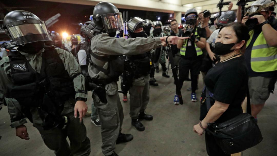 Foto: La policía antidisturbios de Hong Kong se desplegó en varios centros comerciales, 3 noviembre 2019