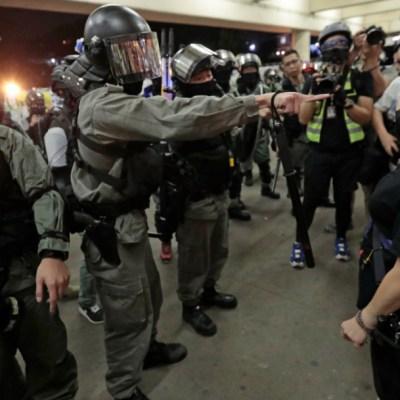 Policía de Hong Kong impide reuniones masivas en centros comerciales