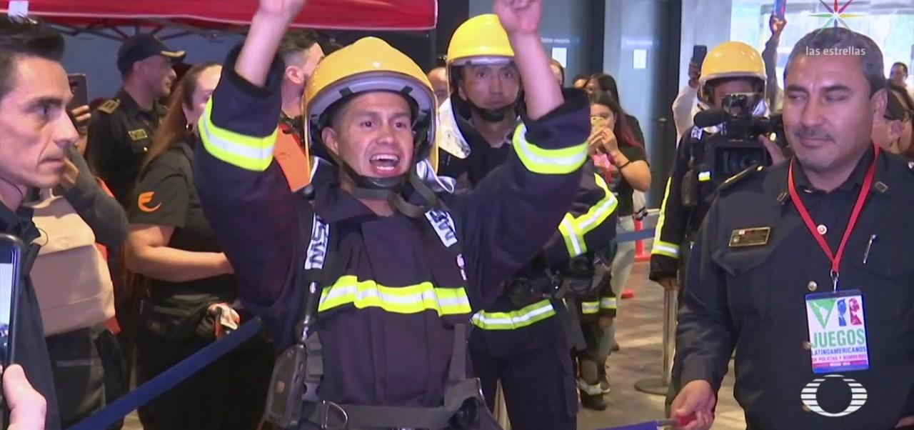 FOTO: Premian a ganadores de la carrera vertical de policías y bomberos en CDM, 18 noviembre 2019