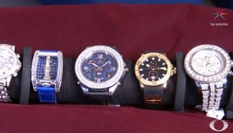FOTO Presentan en 'Despierta' relojes de colección que subastará gobierno de AMLO (Noticieros Televisa)