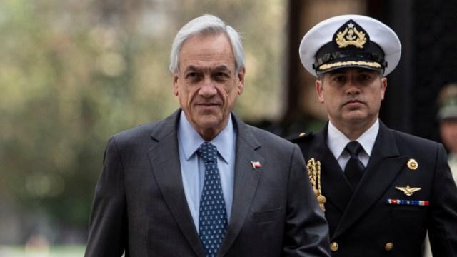 """Imagen: Piñera aseguró que """"no habrá impunidad ni con los que hicieron actos de inusitada violencia, ni con aquellos que cometieron atropellos y abusos"""", 18 de noviembre de 2019 (AP)"""