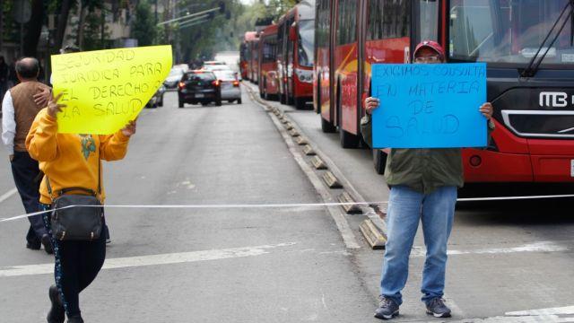 Protesta de padres de niños con cáncer