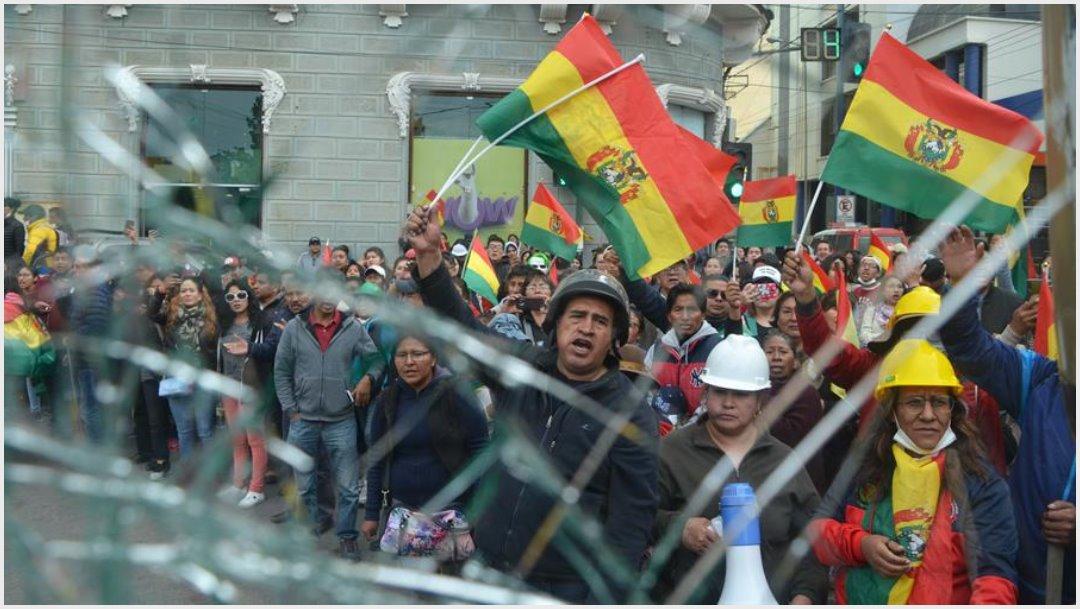 Foto: Protestas contra Evo Morales en Bolivia, 10 de noviembre de 2019 (EFE)