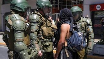 Investigarán a policías por torturas en protestas en Chile