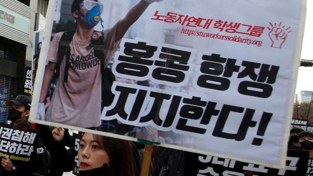 Foto: Docenas de familias se manifestaron en Hong Kong por el uso de gas lacrimogeno en las protestas, 23 noviembre 2019