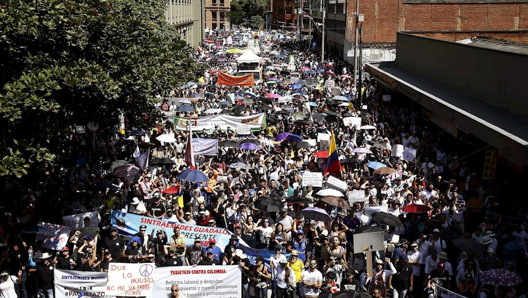 Foto: Miles de personas protestan durante el Paro Nacional este jueves en Bogotá, 21 noviembre 2019