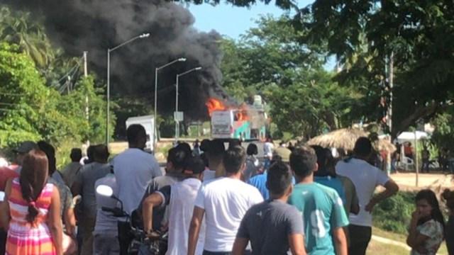 quema camiones acapulco (1)