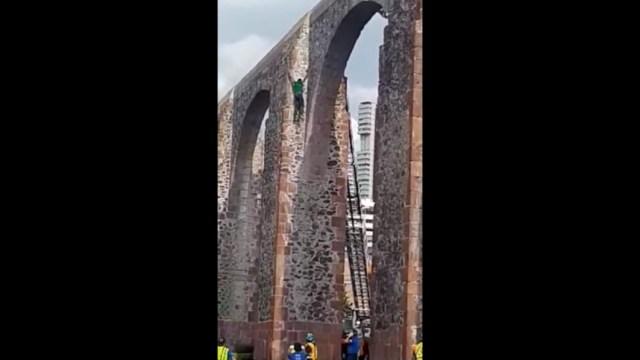 Foto: Luego de recibir atención médica tras la caída desde aproximadamente 30 metros de altura, el joven que se arrojó al vacío perdió la vida en el nosocomio de esta ciudad