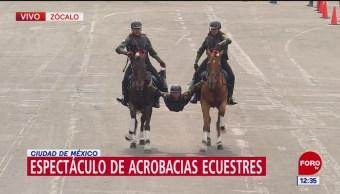Realizan acrobacias ecuestres durante aniversario de la Revolución Mexicana