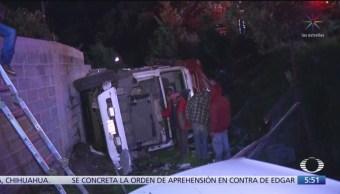 Realizan maniobras para sacar camión de carga en la México-Cuernavaca
