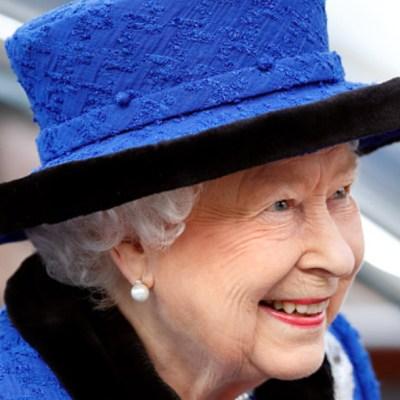 Reina británica Isabel II usará piel sintética en nuevo vestuario
