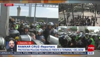 Se complica tránsito en Circuito Interior por bloqueo de policías federales