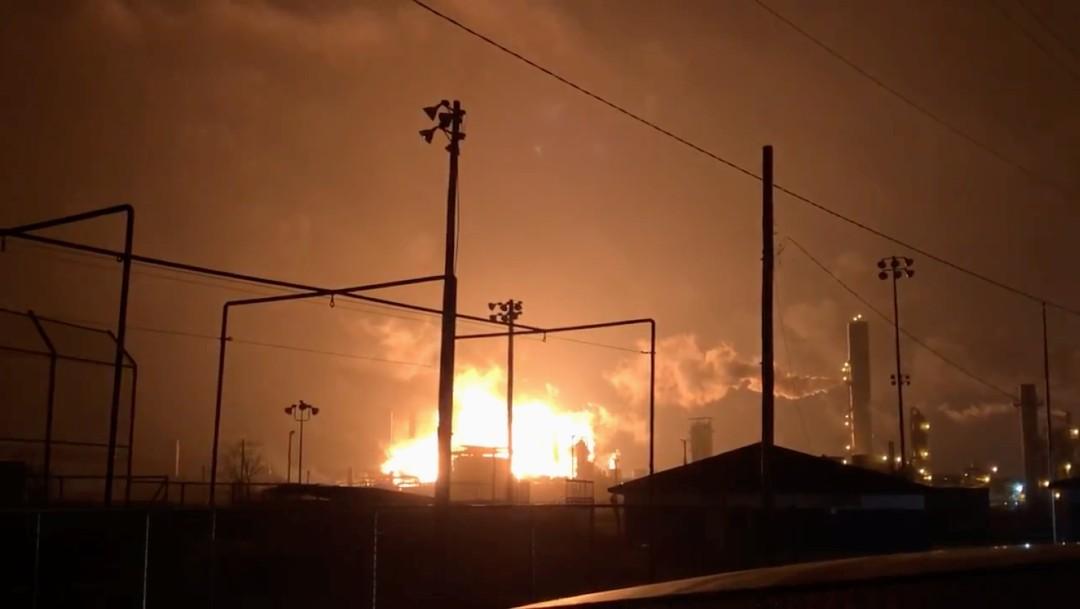 Se registra explosión en planta petroquímica de Texas