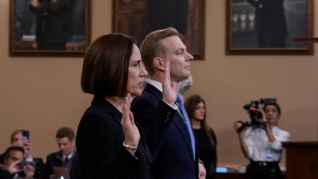 Foto:Fiona Hill (I) y David Holmes (D) rindieron testimonio en las audiencias públicas sobre el proceso de juicio político a Trump, 21 noviembre 2019