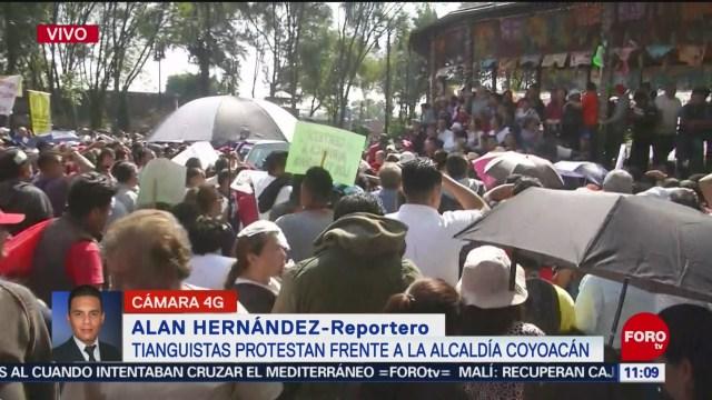 Tianguistas protestan frente a la alcaldía Coyoacán, en CDMX