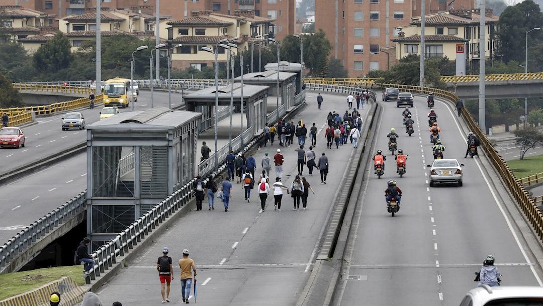 En Colombia se observaba una fuerte e inusual reducción del flujo vehicular y peatonal. (EFE)