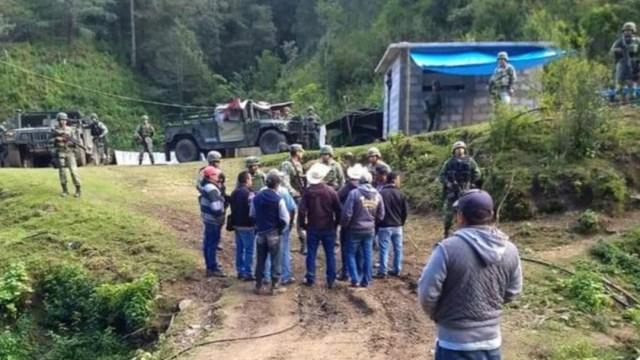 Foto: Los manifestantes señalaron que retuvieron a los soldados para que sirvan de enlace y lleven sus peticiones a las autoridades