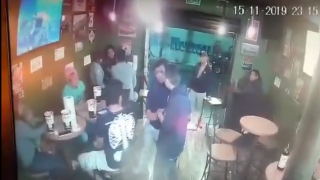 FOTO VIDEO: Captan asalto a local de alitas en Tlalpan, CDMX (FOROtv)