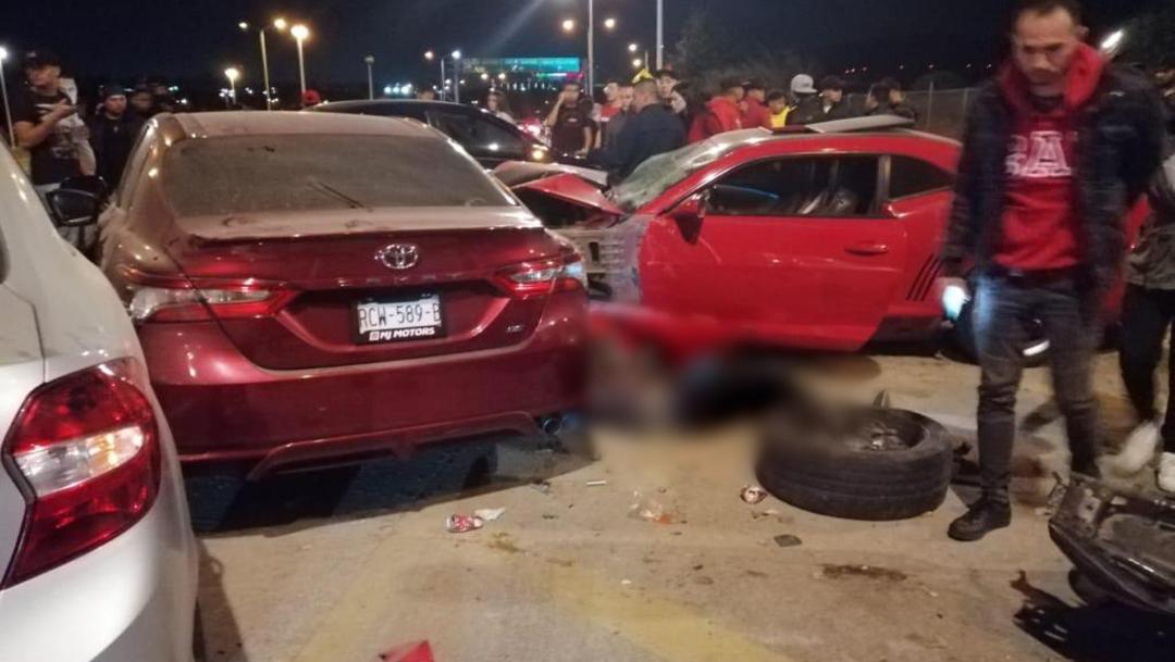 El accidente ocurrió cuando uno de los conductores perdió el control impactándose contra varios vehículos estacionados, 28 diciembre 2019