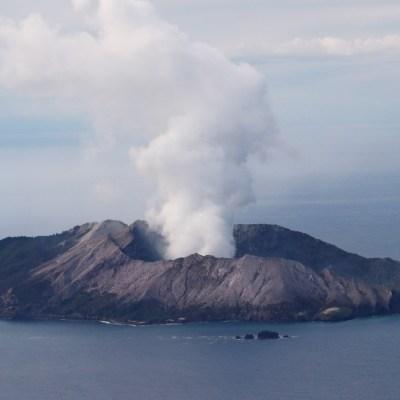Aumentan los muertos por erupción del volcán Whakaari