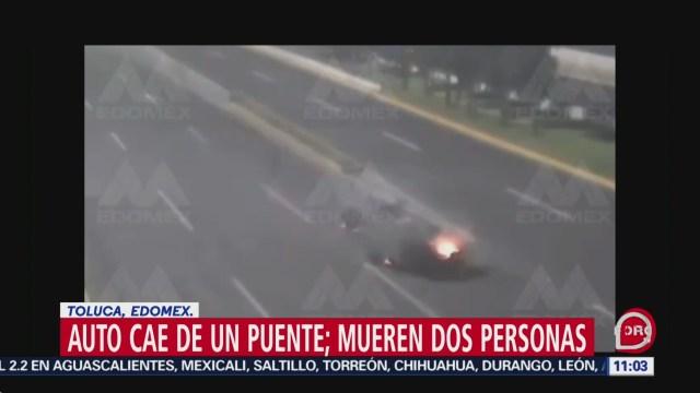 cae vehiculo de puente en toluca dos personas murieron