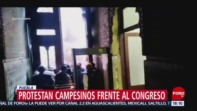 FOTO: Campesinos Causan Destrozos Congreso Puebla,