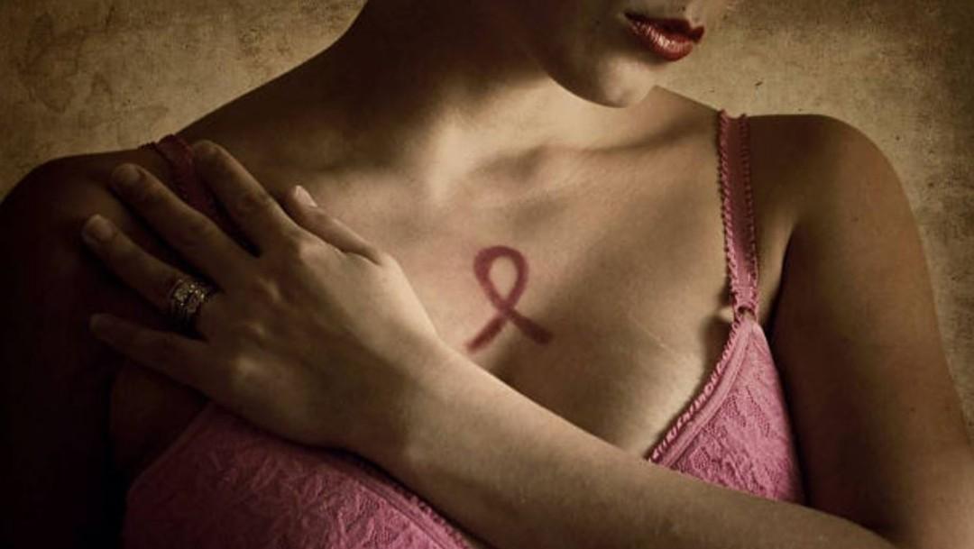 Imagen: La especialista Liliana Gómez Flores Ramos recomendó acompañamiento psico-oncológico para las pacientes, quienes suelen experimentar angustia y depresión