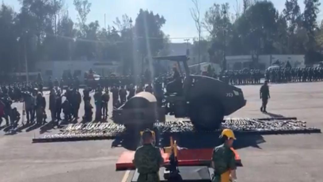 FOTO CDMX destruye cientos de armas con aplanadora, en instalaciones militares de Miguel Hidalgo (Twitter)