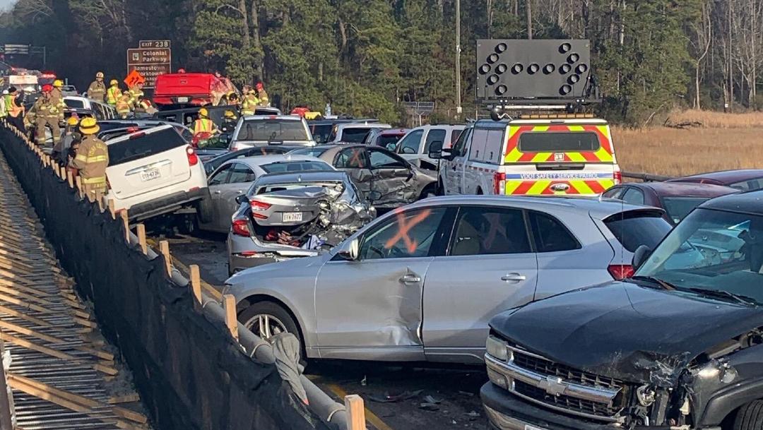FOTO: Choque múltiple de 35 vehículos en Virgina deja heridos graves, el 22 de diciembre de 2019