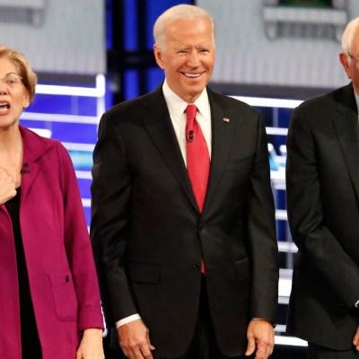Aspirantes presidenciales Sanders y Biden lideran sondeos antes de primarias demócratas en EEUU
