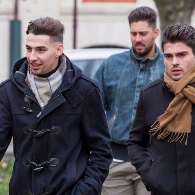 Foto: Victor Rodríguez (c), Carlos Cuadrado (i) y Raúl Calvo (d), exjugadores de la Arandina Club de Fútbol acusados de agresión sexual a una menor, 12 diciembre 2019