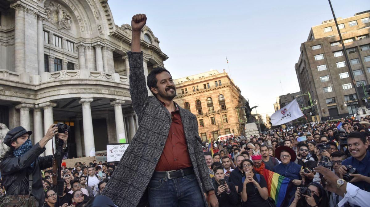 Comunidad LGBTTTI pide apoyo y libertad al arte en Bellas Artes