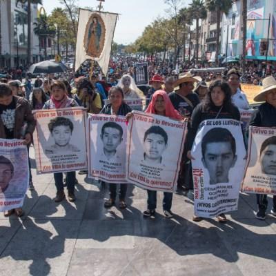 Investigación sobre Ayotzinapa debe llegar hasta Peña Nieto y Murillo
