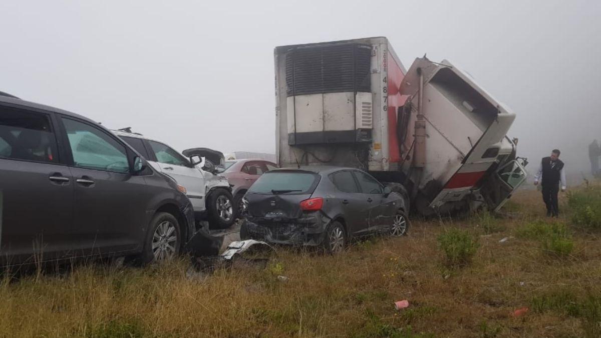 Foto: Al menos 30 automóviles quedaron varados.