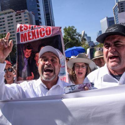 """""""No nos dieron atole con el dedo"""", dice Adrián LeBarón tras salir de reunión con AMLO"""