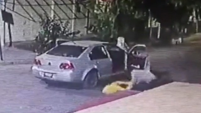 Foto: Video: Hombre golpea a mujer en calles de la CDMX