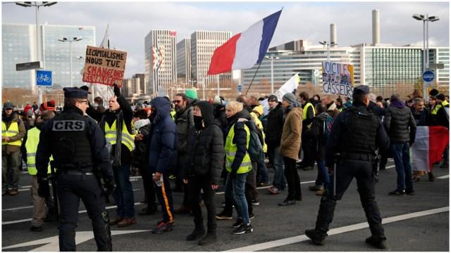 Foto: Se cumplen tres días de la huelga general en Francia, 7 de febrero de 2019 (AP)