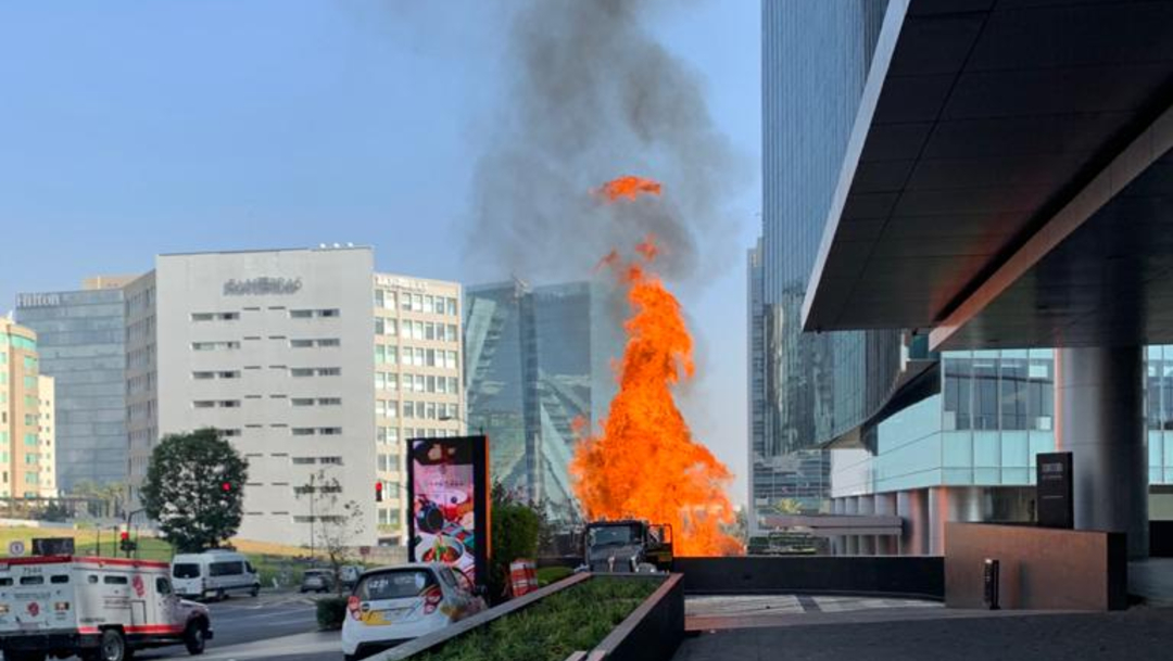 FOTO Se registra incendio en Park Plaza Santa Fe, desalojan edificio (S.Servín)