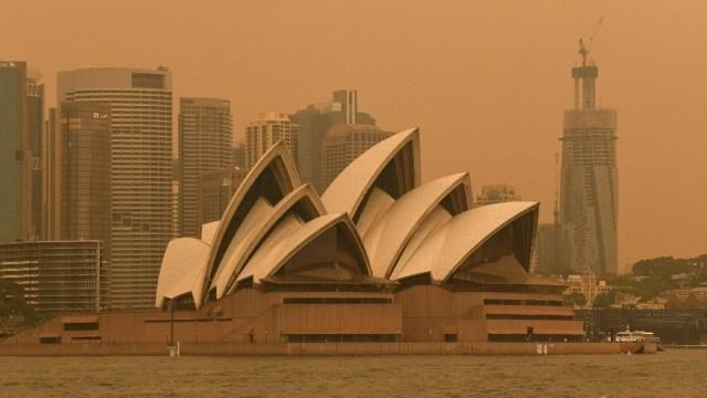 Incendios en Australia cubren Sídney con denso manto de humo