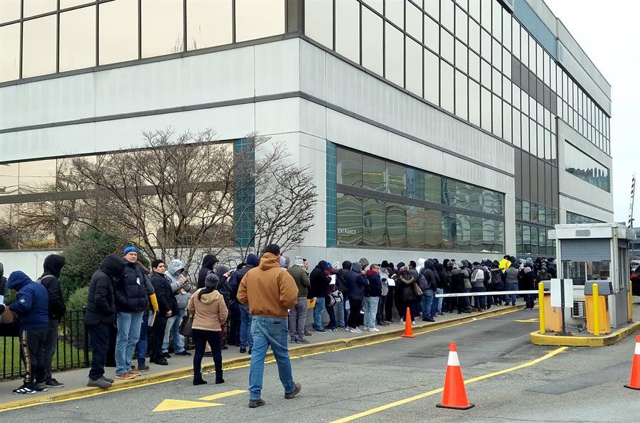 Inmigrantes inician trámites de licencia de conducir en NY