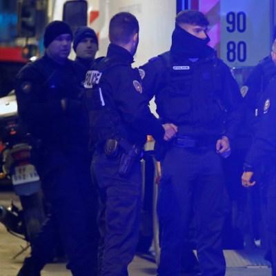 Policía neutraliza hombre por amenazar con cuchillo en París