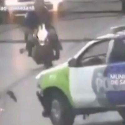 Video: Ladrón muere cuando moto en la que huía se estrella con patrulla