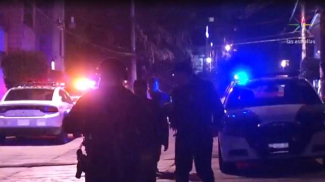 FOTO Ladrones huyen y sus familias emboscan a policías, matan a uno (Noticieros Televisa)