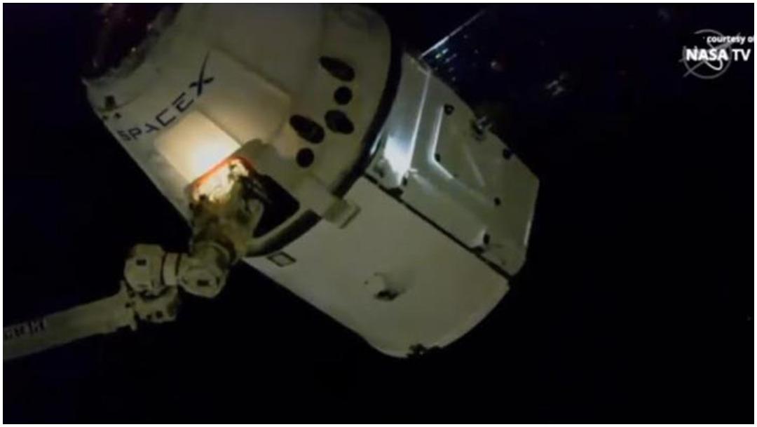 La nave de carga estadounidense Dragon llega a la EEI