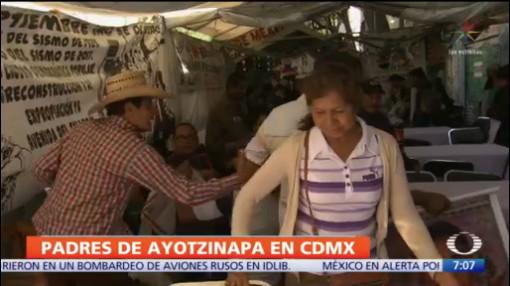 Padres de los 43 de ayotzinapa conviven con damnificados del sismo del 2017, el 25 de diciembre de 2019